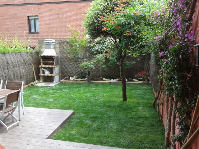 Obras de jardiner a el jard n de marta tujard nonline for Como decorar un patio grande